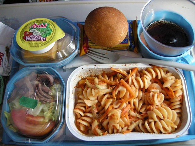What is the difference between food in the economic and business class?
